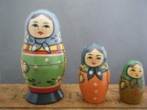 ヴィンテージ カラーペイントのマトリョーシカ3人姉妹・VINTAGE OLD Matyoshka Russian nesting doll