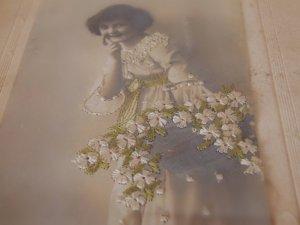 デンマーク 古い少女の写真に刺繍 額入り 刺繍アンティークアートピクチャー