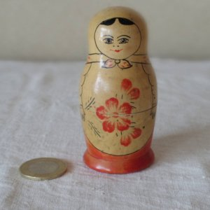 ヴィンテージ 朱色のお花 マトリョーシカ  中・VINTAGE OLD Matyoshka Russian nesting doll