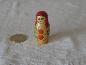 ヴィンテージ 赤いショールを頭からかぶった マトリョーシカ 末っ子・VINTAGE OLD Matyoshka Russian nesting doll