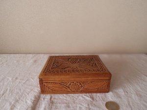 ハンガリー 木彫りの箱 hungary wood carving box