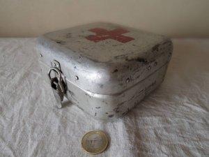 ハンガリー アルミ ティン ファーストエイド 救急 ボックス 小 正方形 1・hungary almium tin car first aid