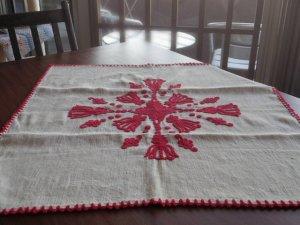 ハンガリー 刺繍 イーラーショシュ テーブルクロス タペストリー 正方形 チューリップ 十字架 赤 Hungary irasos cloth