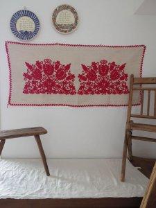 ハンガリー 刺繍 イーラーショシュ テーブルランナー タペストリー 赤 Hungary irasos table runner red