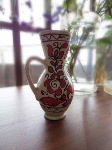 ルーマニア コロンド村の陶器の小さな花瓶 水差し 赤1・Romania Korond pottery vase small tall red 1