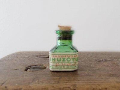 ハンガリー 緑色のガラス 小さなインク瓶 文房具・Hungary green glass ink bottle mini