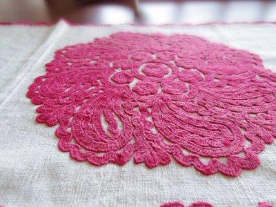 ルーマニア カロタセグ セーク村 イーラーショシュ 刺繍 回転するバラ 赤  198x42 Romania irasos enbroidery rose