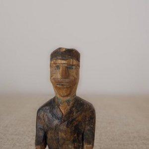 スウェーデン 木製 帽子をかぶった おじさん  Sweden wooden object lonely man