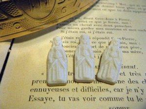 フランス:ビスク白磁陶器のフェーブ:聖母マリア・France old feve biscuit bisque virgine mary