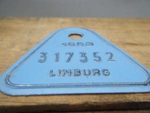 ドイツ蚤の市  ベルギー Limburg メタルプレートタグ水色 1983 317352・VINTAGE metal plate tag Belgium