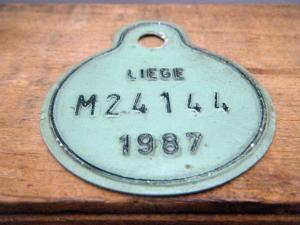 ドイツ蚤の市  ベルギー Liege メタルプレートタグ ペパーミントグリーン 1987 M24144・VINTAGE metal plate tag Belgium