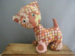 ハンガリー蚤の市 花柄レトロ布 猫のぬいぐるみ・hungary handmade stuffed cat toy flower retro cloth