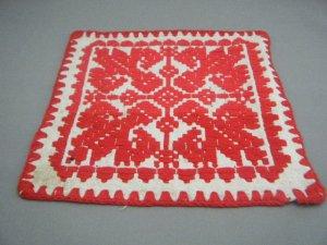 ハンガリー 古いトランシルヴァニア地方の伝統模様フォークロア刺繍小さなタペストリー(イーラーショシュ糸使用 小1)