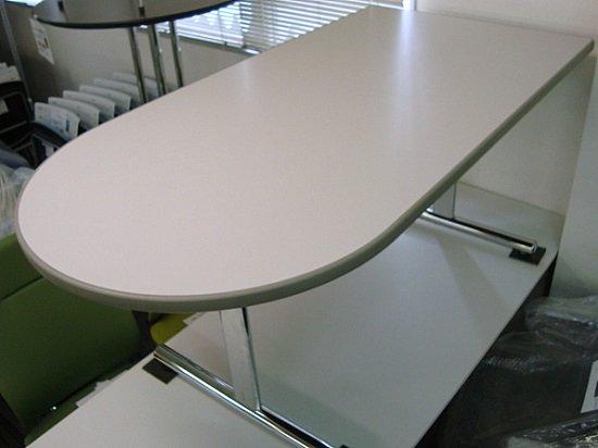 【中古品】オカムラ 8176 片半円型テーブル W1500
