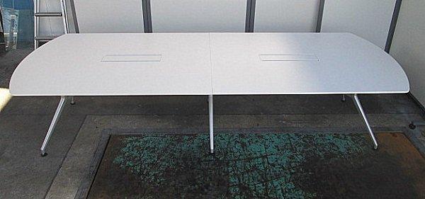 【中古品】イトーキ DD W3200会議テーブル <配線口2か所> ワケ有り