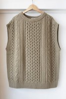 <img class='new_mark_img1' src='https://img.shop-pro.jp/img/new/icons50.gif' style='border:none;display:inline;margin:0px;padding:0px;width:auto;' />[ AURALEE ] FRENCH MERINO ARAN KNIT VEST