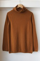 <img class='new_mark_img1' src='https://img.shop-pro.jp/img/new/icons50.gif' style='border:none;display:inline;margin:0px;padding:0px;width:auto;' />Johnstons ( SCOTLAND ) 3PLY HIGH NECK SWEATER