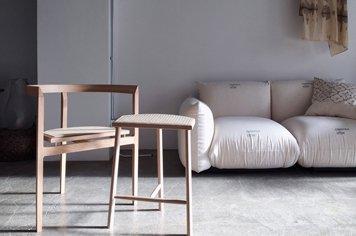 Mokuji Furniture モクジファニチャー 3本脚の椅子