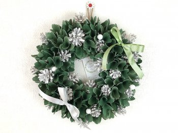 <img class='new_mark_img1' src='https://img.shop-pro.jp/img/new/icons41.gif' style='border:none;display:inline;margin:0px;padding:0px;width:auto;' />Saika リース Ribbon Wreath-Green Wood & Pine CXO-R26M