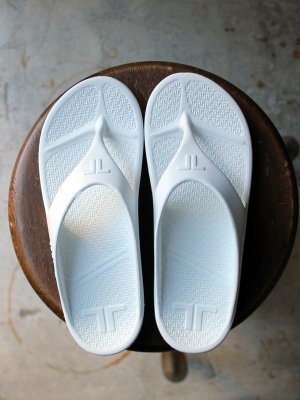 <img class='new_mark_img1' src='//img.shop-pro.jp/img/new/icons20.gif' style='border:none;display:inline;margin:0px;padding:0px;width:auto;' />20%OFF【TELIC】 FLIP FLOP