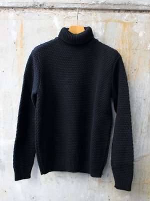<img class='new_mark_img1' src='//img.shop-pro.jp/img/new/icons20.gif' style='border:none;display:inline;margin:0px;padding:0px;width:auto;' />【30%OFF】【KILKEEL】  MERINO WOOL POLO NECK MOSS STITCH JUMPER