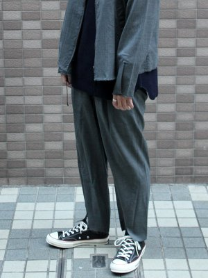 <img class='new_mark_img1' src='//img.shop-pro.jp/img/new/icons15.gif' style='border:none;display:inline;margin:0px;padding:0px;width:auto;' />【bukht】 CENTER SLIT TROUSERS