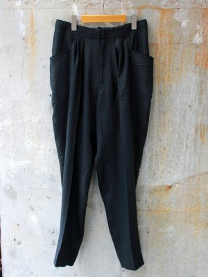 <img class='new_mark_img1' src='//img.shop-pro.jp/img/new/icons15.gif' style='border:none;display:inline;margin:0px;padding:0px;width:auto;' />【bukht】2-TUCK L POCKET TROUSERS LINEN -1色展開-