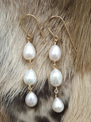 NATURAL PEARL WHITE TRIPLE PIERCE EARRING
