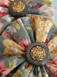 <img class='new_mark_img1' src='//img.shop-pro.jp/img/new/icons38.gif' style='border:none;display:inline;margin:0px;padding:0px;width:auto;' />OUTLET/BLUE GRAY FLOWER PIERCE EARRING