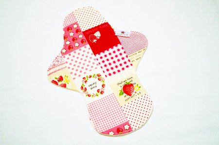 ホルダーM  Strawberry patchwork