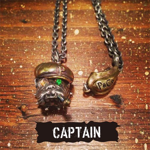 PEANUTS & Co. #BULL PENDANT -CAPTAIN