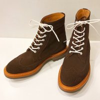 Tricker's 【トリッカーズ】 『M7309』 コマンドソール・アメリカンブローグ・ブーツ (CAFFE SUEDE)<img class='new_mark_img2' src='https://img.shop-pro.jp/img/new/icons41.gif' style='border:none;display:inline;margin:0px;padding:0px;width:auto;' />