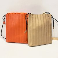 nice things (Paloma S) 【ナイス・シングス】『Pleated Cross-Body Bag』 プリーツ・ショルダーバッグ (全2色)<img class='new_mark_img2' src='//img.shop-pro.jp/img/new/icons41.gif' style='border:none;display:inline;margin:0px;padding:0px;width:auto;' />