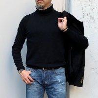 ALESSANDRO LUPPI 【アレッサンドロ・ルッピ】 カシミア混エクストラファインメリノウール・ハイネック (Black)