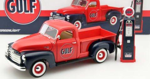 GREENLIGHT 12984 1/18 1950 GMC 150 Gulf Oil with Vintage Gulf Gas Pump