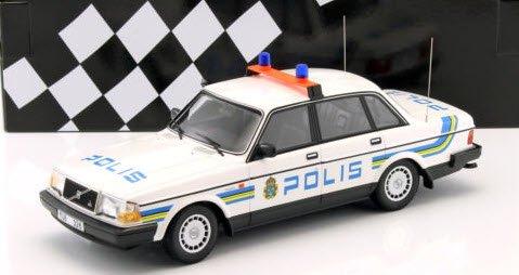 ミニチャンプス 155171490 1/18 ボルボ 240 GL (1986) スウェーデン警察
