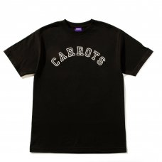 COLLEGIATE CARROTS WORDMARK TEE - BLACK