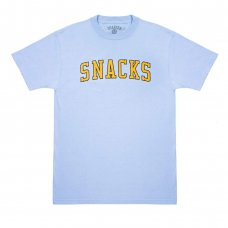 <img class='new_mark_img1' src='//img.shop-pro.jp/img/new/icons5.gif' style='border:none;display:inline;margin:0px;padding:0px;width:auto;' />SNACK VARSITY TEE - BABY BLUE