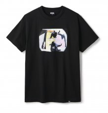 <img class='new_mark_img1' src='https://img.shop-pro.jp/img/new/icons5.gif' style='border:none;display:inline;margin:0px;padding:0px;width:auto;' />CARROLL BUM TEE - BLACK