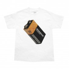 <img class='new_mark_img1' src='https://img.shop-pro.jp/img/new/icons5.gif' style='border:none;display:inline;margin:0px;padding:0px;width:auto;' />(BRONZE56K) BATTERY TEE - WHITE