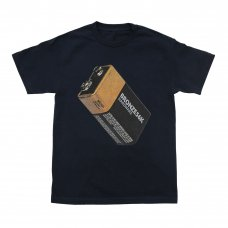 <img class='new_mark_img1' src='https://img.shop-pro.jp/img/new/icons5.gif' style='border:none;display:inline;margin:0px;padding:0px;width:auto;' />(BRONZE56K) BATTERY TEE - NAVY