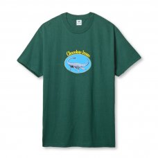 <img class='new_mark_img1' src='https://img.shop-pro.jp/img/new/icons47.gif' style='border:none;display:inline;margin:0px;padding:0px;width:auto;' />(Chocolate Jesus) LAKE MONSTER TEE - FOREST GREEN