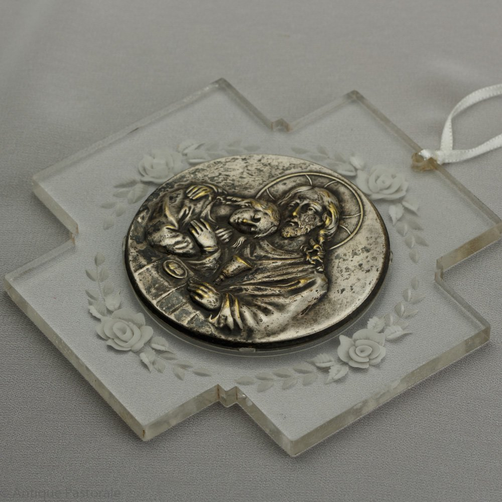ヴィンテージ アールデコ 「マグダラのマリアとイエス」のメダル ルーサイトの十字架 壁掛け