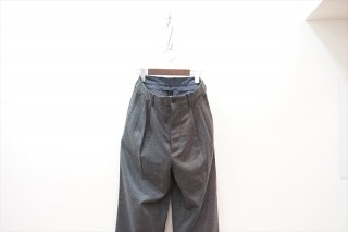 UNIVERSAL PRODUCTS(ユニバーサルプロダクツ)Wool Two Tuck Wide Slacks/Charcoal