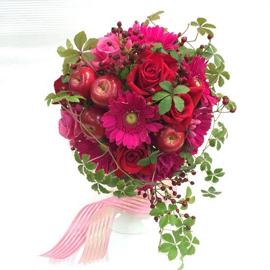 ラウンドブーケ「赤バラと姫リンゴのブーケ」