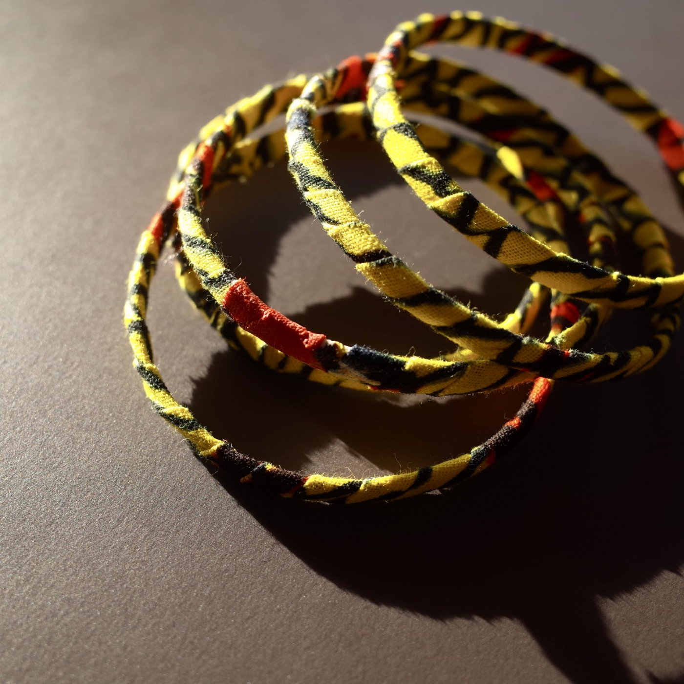 <img class='new_mark_img1' src='//img.shop-pro.jp/img/new/icons5.gif' style='border:none;display:inline;margin:0px;padding:0px;width:auto;' />AFRICAN PRINT BRACELET 1PIECE-HANDMADE BY SENEGALESE-
