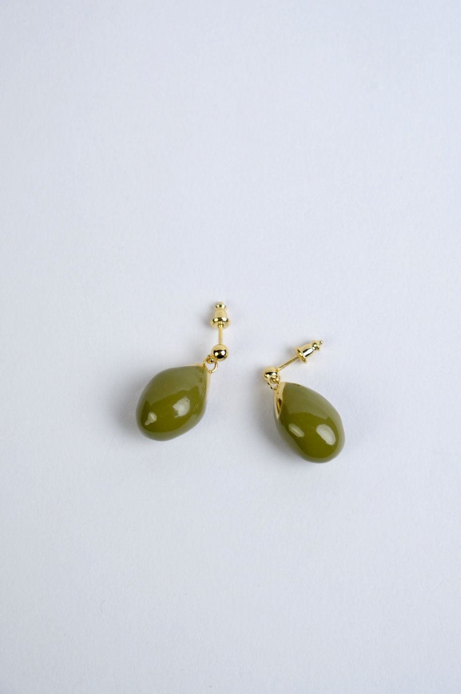 <img class='new_mark_img1' src='https://img.shop-pro.jp/img/new/icons5.gif' style='border:none;display:inline;margin:0px;padding:0px;width:auto;' />R.ALAGANララガン-OLIVE EARRINGS-OLIVE/GOLD