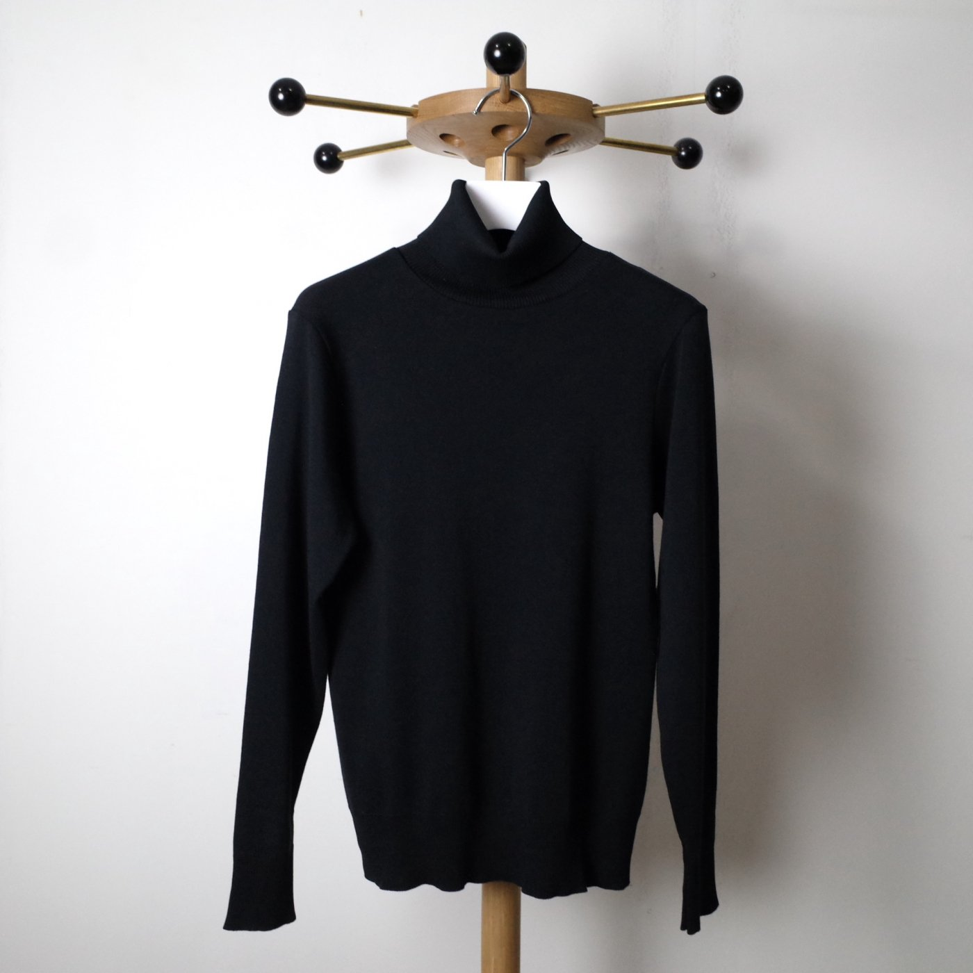 <img class='new_mark_img1' src='//img.shop-pro.jp/img/new/icons5.gif' style='border:none;display:inline;margin:0px;padding:0px;width:auto;' />gicipi ジチピ-	TURTLENECK TOPS-ANANAS-BLACK-