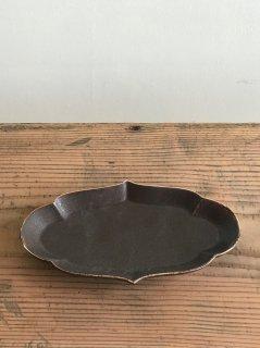 ヨシノヒトシ 黒褐釉輪花オーバル皿(M)