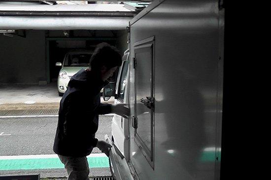 雪山に向かう為には、四輪駆動 スタッドレスタイヤが必須(タイヤ交換)【画像5】